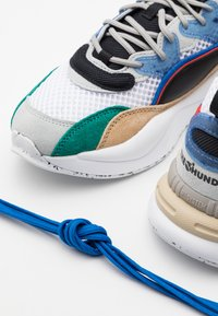 Puma - RS-2K THE HUNDREDS UNISEX - Sneakers basse - white asparagus/black - 7
