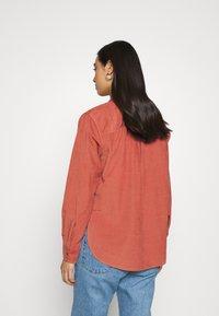 Lee - FEMININE WORKER - Button-down blouse - burnt ocra - 2