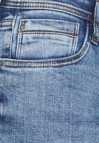 Blend - TWISTER - Slim fit jeans - denim light blue - 5