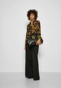 Versace Jeans Couture - SHIRT - Overhemdblouse - black/gold - 4