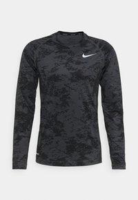 Nike Performance - T-shirt de sport - iron grey/white - 4