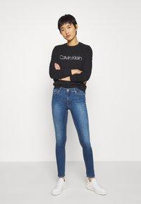 Calvin Klein Jeans - SUPER SKINNY - Jeans Skinny Fit - mid blue - 1