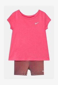 Nike Sportswear - BIKER SET - Kraťasy - pink/multi-coloured - 0