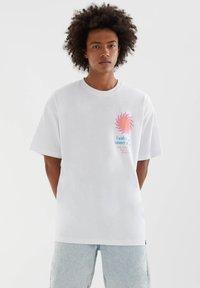PULL&BEAR - MIT SONNE - Print T-shirt - white - 0
