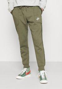 Nike Sportswear - AIR - Pantalon de survêtement - medium olive/cargo khaki/white - 0