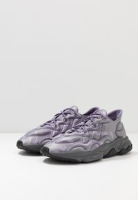 adidas Originals - OZWEEGO TECH - Tenisky - purple/black - 2