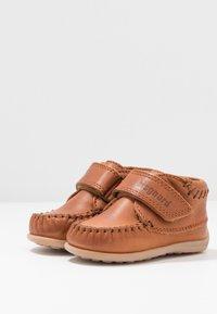 Bisgaard - MOCCASIN PREWALKER - Baby shoes - cognac - 3