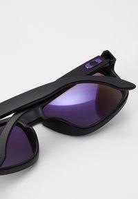 Oakley - HOLBROOK - Sonnenbrille - matte black/prizm violet - 4