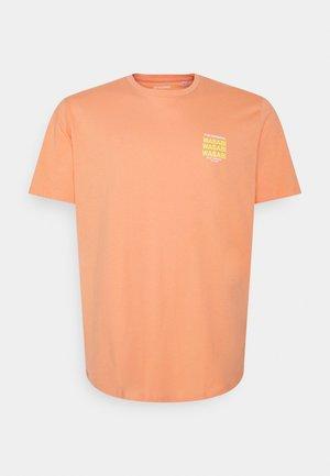 JORHUNGRY TEE CREW NECK  - Print T-shirt - shell coral
