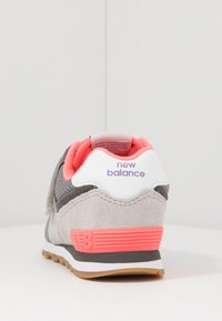 New Balance - IV574SOC - Baskets basses - grey/pink - 4