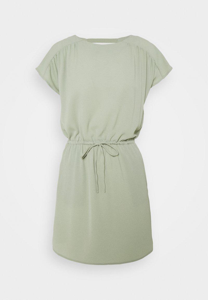 Vero Moda Petite - VMSASHA BALI SHORT DRESS PETITE - Korte jurk - desert sage