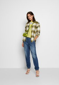 American Eagle - JOGGER - Relaxed fit jeans - rustic blue - 1