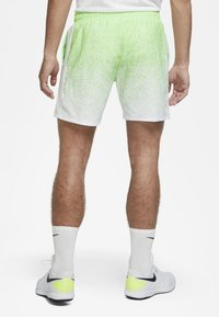 Nike Performance - RAFAEL NADAL SHORT  - Korte sportsbukser - green strike/black - 2