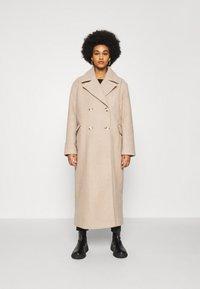 NA-KD - MAXI COAT - Classic coat - light beige - 0