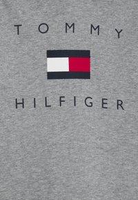 Tommy Hilfiger - LOGO HOODIE - Hoodie - mid grey heather - 2