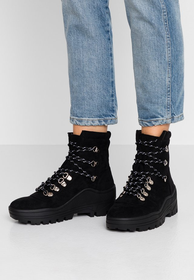 PHOBE - Bottines à plateau - black