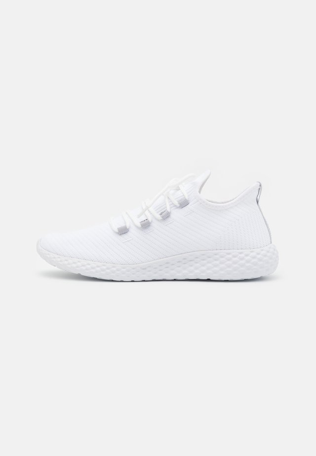 UNISEX - Matalavartiset tennarit - white