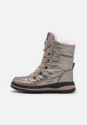 ADELHIDE GIRL ABX - Winter boots - dark gold