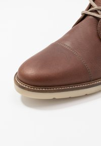 Clarks - GRANDIN TOP - Casual lace-ups - tan - 5
