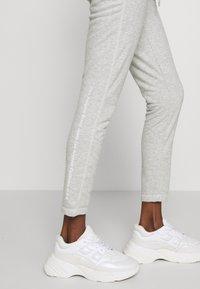 True Religion - PANT SLIM FLE HORSESHOE - Pantalones deportivos - grey melange - 3