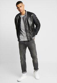 Calvin Klein - CHEST LOGO - T-shirt - bas - mid grey heather - 1