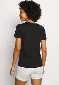 Champion - CREWNECK - T-shirts med print - black - 2