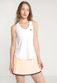 Nike Performance - TEAM PURE - Sports shirt - blanc/noir - 0