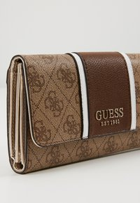 Guess - CATHLEEN POCKET TRIFOLD - Wallet - brown - 3