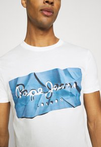 Pepe Jeans - RAURY - T-shirt con stampa - bright blue - 5