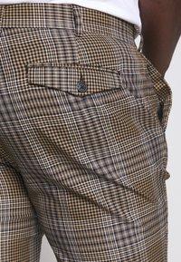 Topman - HERI CHECK - Pantalon de costume - brown - 6