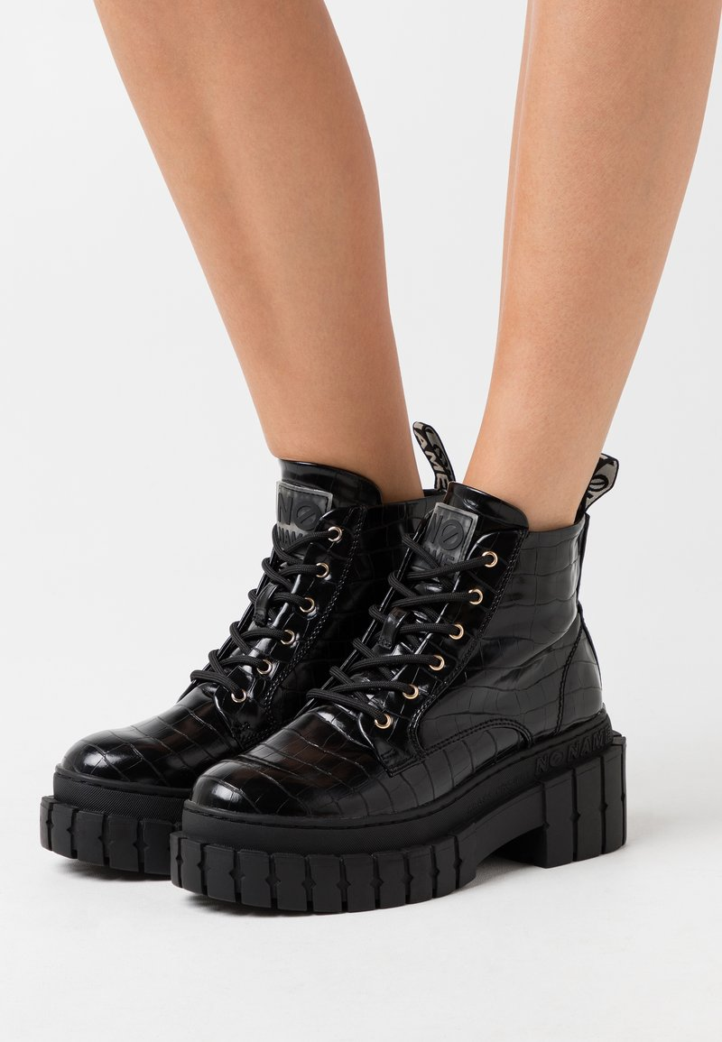 No Name - KROSS LOW BOOTS - Platform ankle boots - black