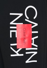Calvin Klein - Träningsbyxor - ck black - 5