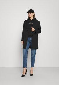 Calvin Klein Jeans - SHRUNKEN INSTITUTIONAL - Hoodie - black - 1