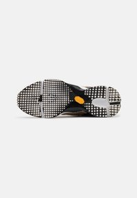 Billi Bi - Sneakersy niskie - beige/black/gold - 4