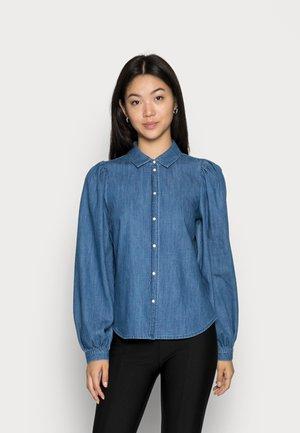 VMNILY  - Button-down blouse - medium blue denim
