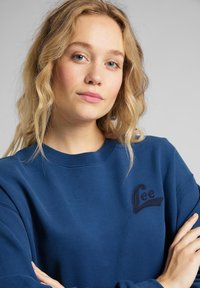 Lee - CREW - Sweatshirt - washed blue - 4