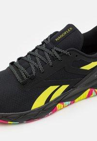 Reebok - NANOFLEX TR - Zapatillas de entrenamiento - core black/footwear white/pure grey - 5