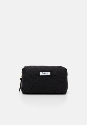 GWENETH FLOTILE BEAUTY - Kosmetická taška - black