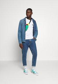 Calvin Klein Jeans - TIPPING CK ESSENTIAL TEE - Print T-shirt - bright white - 1