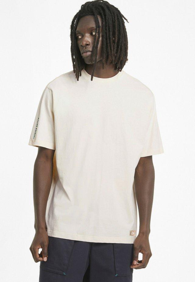 T-shirt basic - no color-bye dye