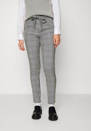 VMMIRA LOOSE TIE INA CHECK PANT - Kalhoty - black/white