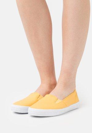 NITA - Sneakersy niskie - sunflower yellow