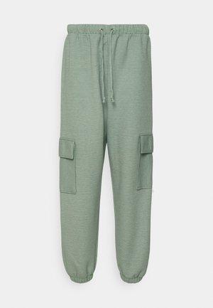 JOGGER UTILITY POCKET - Cargo trousers - sage
