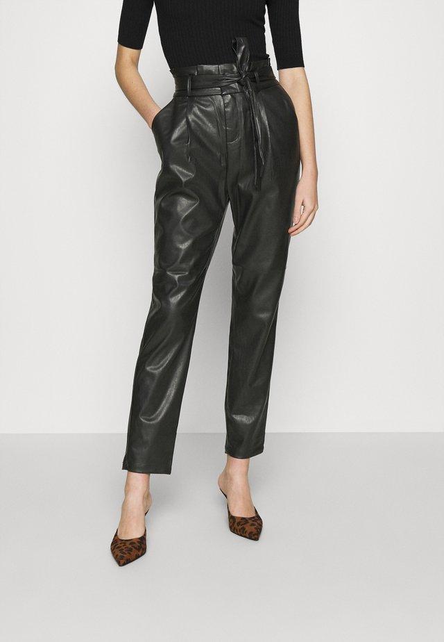 VMEVA PAPERBAG ANKLE PANTS - Trousers - black