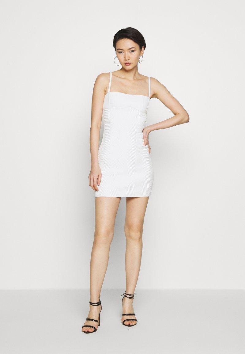 Hervé Léger - FITTED DRESS - Sukienka etui - alabaster