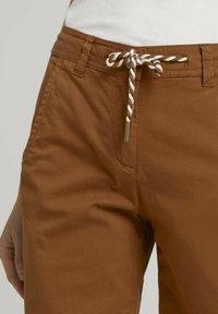 TOM TAILOR - Shorts - caramel brown - 4