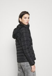 Tommy Jeans - ESSENTIAL HOODED - Kurtka zimowa - black - 3