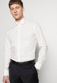 HUGO - JENNO SLIM FIT - Camicia elegante - natural - 5