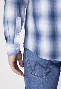 Wrangler - Skjorta - cerulean blue - 5
