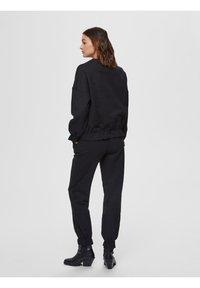 Selected Femme - Tracksuit bottoms - black - 2